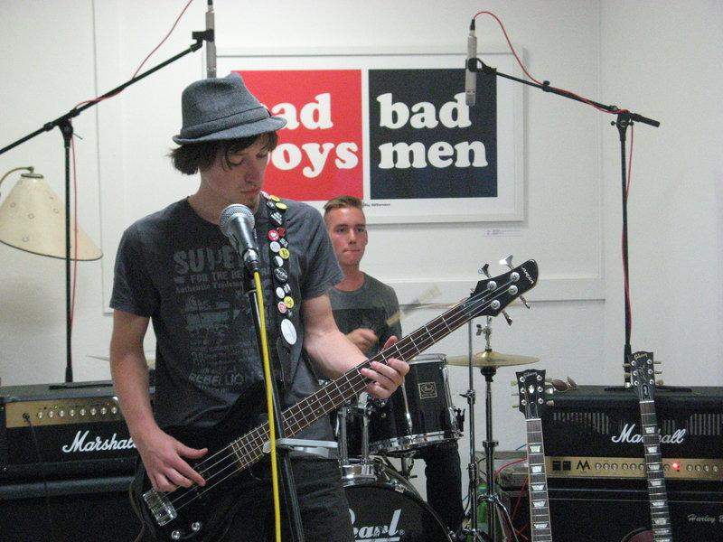 Die Band Notausgang 21 beim Soundcheck